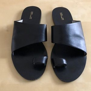 Black leather DVF sandals size 7W